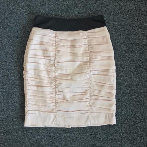 H&M Dresses & Skirts - H&M Light Pink & Black Ruched Pencil Skirt Size 6
